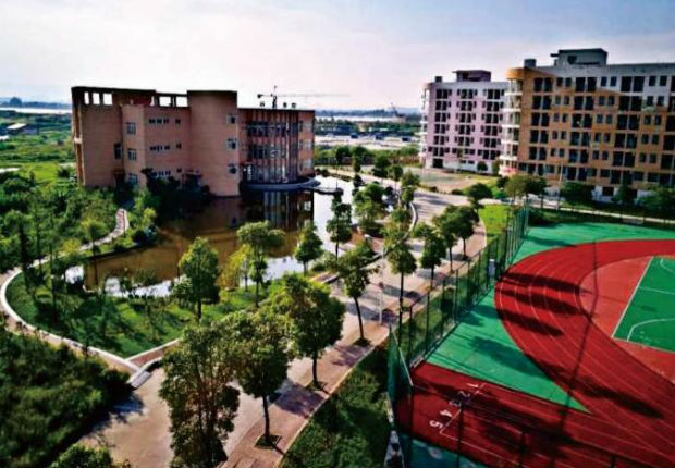 江西泛美中等专业学校优美的校园环境