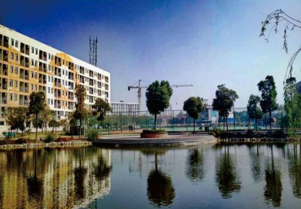 江西泛美中等专业学校优美的校园风景