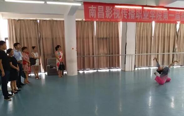 江西泛美中等专业学校校园文化舞蹈表演